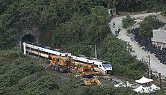 Pokračuje vyšetřování velké vlakové nehodyna Tchaj-wanu. Za desítky mrtvých asi může nezabrzděný náklaďák