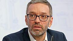 Rakouský parlament řeší, jak naložit s poslancem odmítajícím nosit respirátor