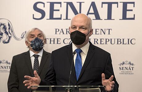 Senát vyzval vládu k vypovězení smlouvy s Ruskem a jeho diplomatů z Prahy až na jednoho