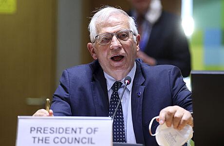 Rusko má u Ukrajiny přes 150 tisíc vojáků, hrozí další eskalace, řekl Borrell. Vyzval Moskvu ke snížení napětí