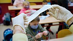 Školy mají obdržet kritizované testy Singclean. V příštím týdnu jich mají dostat až  3,5 milionu