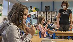 Další zajištění testů pro školy by měla vyjasnit ve čtvrtek vláda, řešením má být i větší využití PCR