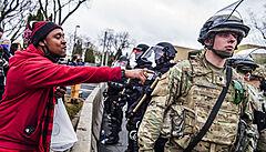 Amerika napjatě čeká na verdikt v kauze Floyd. Rozsáhlé demonstrace ale hrozí při jakémkoli rozsudku