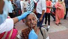 Účinnost vakcíny proti indické mutaci je nejasná. Zatím není důvod k panice, říká vědec