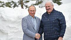Putin kryje Lukašenkovi záda, vztah Ruska a Běloruska se neustále mění. Nyní mají navodit dojem, že jsou přátelé
