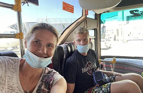 Na Bali vás bez roušky nikde neobslouží, ale dodržovat pravidla tu nikoho neobtěžuje, říká Češka
