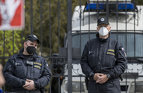 U ruské ambasády v Praze hlídkuje policie, podle mluvčí dohlíží na bezpečnost