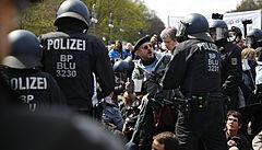 V Berlíně se demonstrovalo proti novým pandemickým opatřením. Policie proti protestu zasáhla