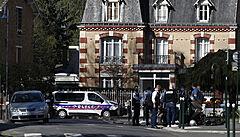 Islamista zavraždil ve Francii policejní úřednici. V boji proti terorismu nepolevíme, prohlásil Macron