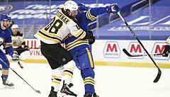 Pastrňák se v NHL stal třetí hvězdou zápasu, Rittich si připsal prohru