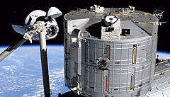Kapsule společnosti SpaceX přinesla zpět na Zemi čtveřici astronautů. Šlo o první plnohodnotnou soukromou misi