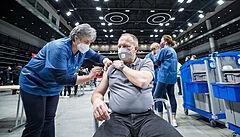 Dvě třetiny firem chtějí nechat očkování na zaměstnancích, čtvrtina se je chystá ve vakcinaci podpořit