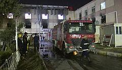 Při požáru v Bagdádu v nemocnici pro pacienty s covidem zemřelo 82 lidí. Hořet začalo po výbuchu kyslíkové lahve