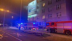 VIDEO: Z hořícího bytu v Praze 4 evakuovali hasiči 18 lidí, příčinu požáru vyšetřují