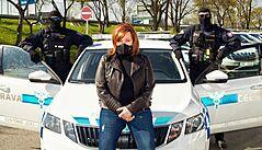 Propagační fotografii Schillerové s celníky zkoumal dohledový úřad, pochybení nenašel
