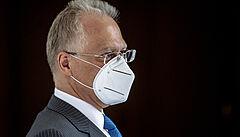 Vláda pošesté navrhla jmenování šéfa BIS Koudelky generálem, doteď ho Zeman odmítal