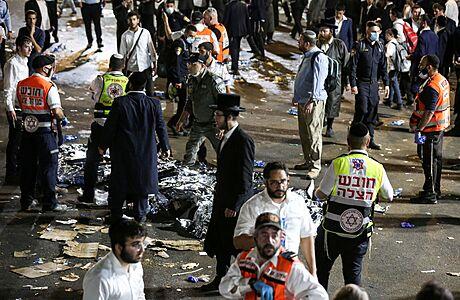 Při tlačenici na poutním místě na severu Izraele zemřelo 45 lidí, zhruba 150 dalších je zraněných