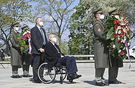 Česko si připomíná výročí konce druhé světové války v Evropě. Politici na Vítkově položili věnce
