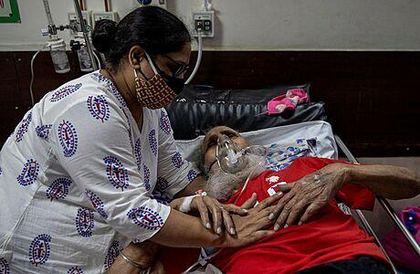 Varování před 'covidovou katastrofou': Černý scénář z Indie se může naplnit i jinde