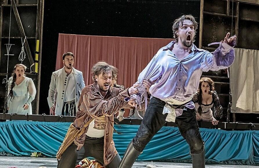Zpackaný Don Giovanni. Genius loci nikde, stylově nepoučené, režijně povrchní