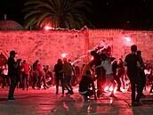 Napětí narůstá. Při střetech v Jeruzalémě bylo zraněno nejméně 163 Palestinců a šest policistů