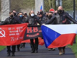 Čeští motorkáři, kteří jsou odnoží ruských Putinovských Nočních vlků, uctili...