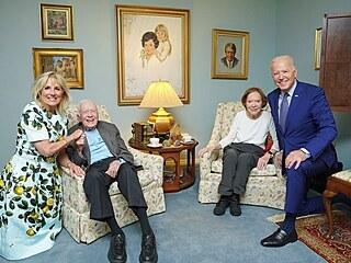 Joe Biden s manželkou Jill na návštěvě vysloužilého prezidenta Jimmyho Cartera...