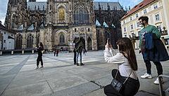 Na Pražském hradě obnovili bezpečnostní kontroly všech návštěvníků. Důvodem je prý situace v Evropě