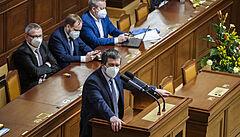 Vláda má prověřit úniky informací v kauze Vrbětice, usnesli se poslanci při debatě o Hamáčkově cestě