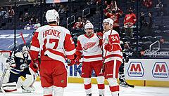 Vrána a Hronek přispěli v NHL každý dvěma body k obratu Detroitu na ledě Columbusu
