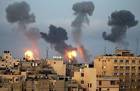 'Úder s největším počtem obětí'. Izraelská bomba zasáhla třípodlažní dům, Hamás reagoval salvou raket