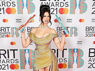 Zpěvačka kosovského původu Dua Lipa získala ocenění pro nejlepší britské album...