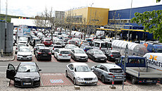 Those interested were looking for a place to park in front of the IKEA department store in Prague ...