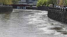 Situace na řekách se po vytrvalých deštích uklidňuje. Hladiny toků klesají, rizikové jsou jen ty malé