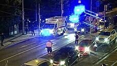 Noční rvačka cizinců v Praze si vyžádala tři pobodané, muž s nožem se pokusil o útěk tramvají