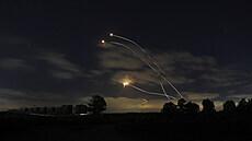 Izraelci nadále 'topí pod kotlem'. Útoky proti radikálům z Hamásu zesilují, k pozemní invazi se neodhodlali