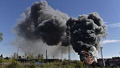 V Ostravě hořelo autovrakoviště, požáru předcházela exploze. Hustý kouř byl vidět z několika kilometrů