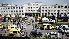 Dva střelci zaútočili na školu v ruské Kazani. Zabili nejméně sedm dětí a učitelku
