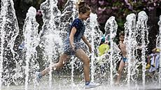 V Česku padaly teplotní rekordy, v Plzni bylo přes 33 stupňů. Města povolávají kropicí vozy