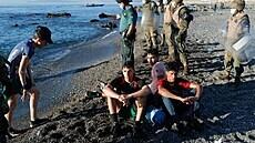Nápor migrantů vystrašil Ceutu. Vyhrožování může některým státům sloužit jako dobrý byznys