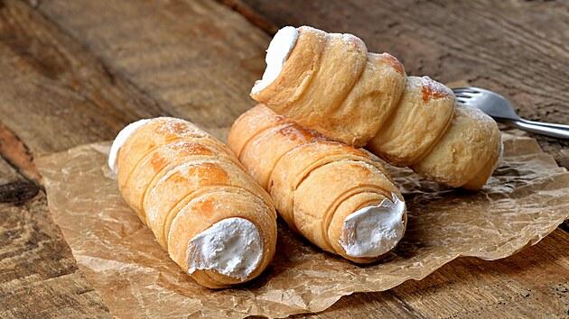 Příprava listového těsta je výzva i pro zkušené pekařky. Jak na lahodné domácí kremrole?