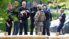 Belgie žije honem na uprchlého zradikalizovaného vojáka, virolog podráždil jeho stoupence