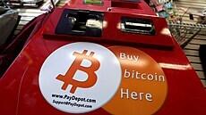 Bitcoin se po výrazném propadu stabilizoval kolem 40 tisíc dolarů, podpořil ho i Musk