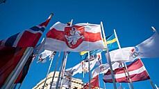 Rusy rozlítily stažené běloruské vlajky. Plivněme na Lotyše, bojkotujme hokejové MS, zní z Dumy