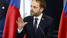 Summit NATO vyjádří Česku solidaritu ve sporu s Ruskem, řekl ministr zahraničí Kulhánek