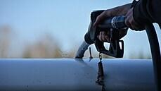 Sto kilometrů za 150 korun naftovým autem. Brusel tlačí pumpy do nové podoby cen paliv