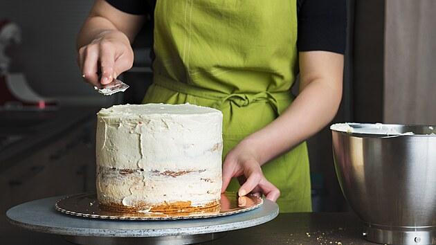 Potažení korpusu marcipánem či fondánem? Potahovaný dort zvládnete s tímto receptem hravě i doma