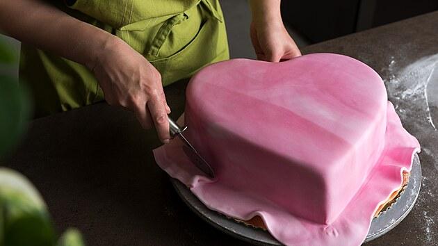 Patrové dorty vzbuzují v laikovi respekt. Upéci je a zkompletovat ale není tak těžké, jak se možná zdá