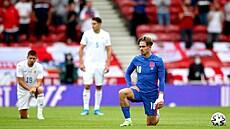 Fanoušci bučí, když hráči klečí. Anglie před Eurem řeší nový fenomén, ve fotbale na sebe narážejí dva světy