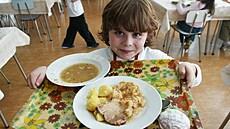Školní jídelny vaří zdravě, odmítají kritiku odborníci